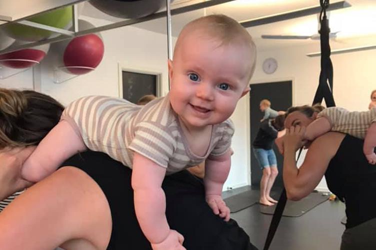 Babytummel stimulerer dit barns sanser, hvilket udvikler dit barns motoriske færdigheder