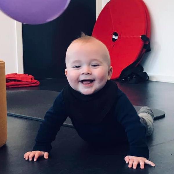 Krybe og kravleholdet giver dit barn en god start på et aktivt liv