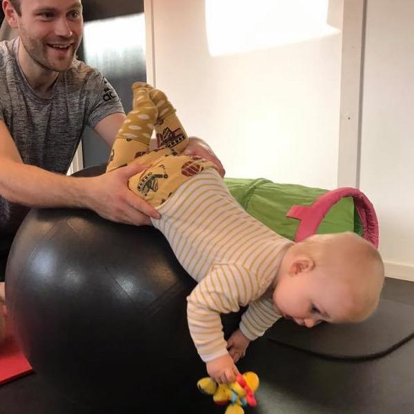 Børnefysioterapi øger dit barns bevidsthed om sin krop og funktioner