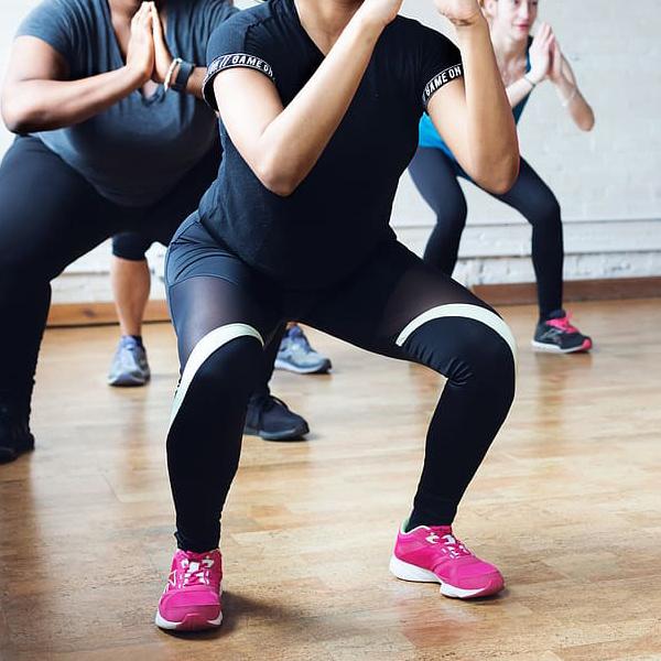 Træningen vil foregå med øvelser, som også kan laves i hjemmet