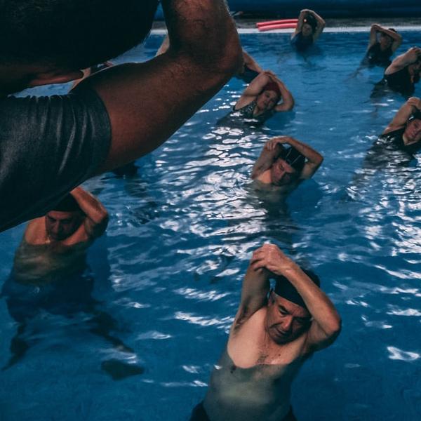 Ved træning i bassin med varmt vand kan du træne kroppens muskler på en smertefri måde